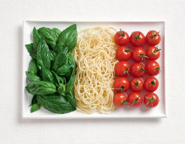 italy-flag-made-from-food-600x468
